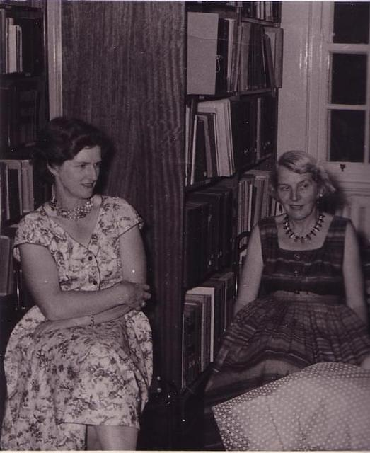 Rosalie Gascoigne (left) and Proscilla Bok elped catalogue studies of the Southern Skies in Mt. Stromlo's library