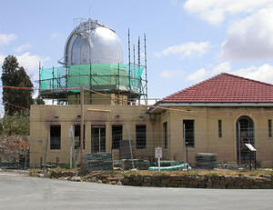 7 Nov 2006 - the Farnham dome is repainted